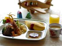 ルームサービスではお子様向けのお食事もご用意できます。