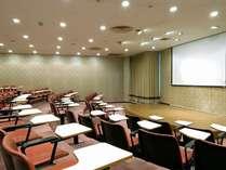 多目的ルームの一例(階段教室のようなお部屋は弁論大会の練習などにオススメ)