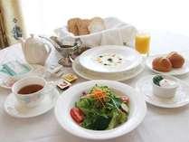 プラン限定のルームサービスの朝食