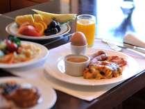 クラブラウンジでゆったりとご朝食を。