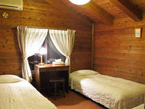 ウッデイな雰囲気の客室