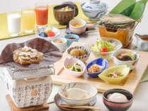 【朝食/和食】名物の朴葉味噌や、岩魚の一夜干し、手作り豆腐など イメージ