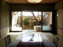 露天風呂付客室【木漏れ日】陶器のお風呂