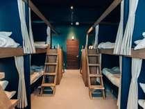 各ベットにはカーテンが付いてますので、ゲストハウスが初めての方でも安心してご利用いただけます。