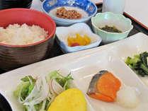*【朝食一例】きちんと栄養を付けて、また元気に1日お過ごし下さい!