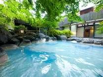 """当館自慢のとろとろの""""青湯""""「メタ珪酸」を多く含み保湿感を保ちます。"""
