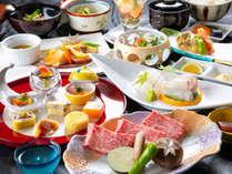 【四季折々の創作会席】目で、舌で味わう色鮮やかな料理で、旅のひとときを彩ります。