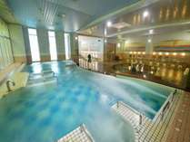 エステバスはミネラル活性水を使用し温泉は肌にやさしい植物性モール泉。大浴場には露天風呂・サウナを併設