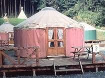 [写真]パオ(モンゴルの遊牧民テント)
