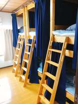 女性専用のシェアルーム「桜」のお部屋です。最大で6名までご宿泊できます。