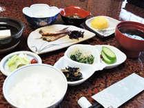 *【朝食一例】地元「岩船産コシヒカリ」を食べて、観光やお仕事へお出かけ下さい。