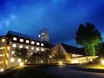 【外観】ホテル全景(夜景)