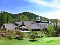 併設の「日向山高原ゴルフコース」から見た【くろよんロイヤルホテル】