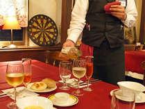 *アンティークに囲まれたクラシックなレストランで、ひと味違った創作フレンチをご堪能下さいませ。