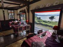 【レイクサイドレストラン】西湖を望むレストランで、シェフ自慢の料理をお楽しみください。
