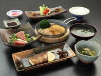 《夕食一例》ボリューム満足味満足の夕食です☆ (2)