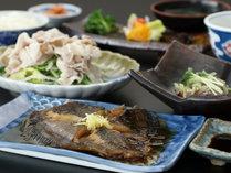 《夕食一例》地元食材を心ゆくまでお楽しみ下さい♪ (2)