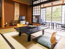 ■玖珠川のせせらぎが聞こえる客室。眺めは最高です。(西館和室)