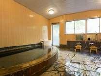 小さいながらも清潔な内風呂。もちろん源泉掛け流し