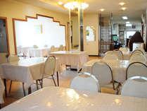 【食堂】旬の食材、地元知床ならでの食材中心でバランスが取れたお食事をご用意。