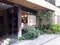 ■外観 創業80年の家族経営の旅館です