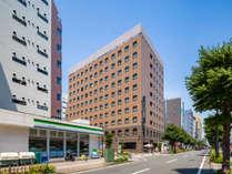 新横浜駅より徒歩5分の好立地!周辺には多種多様な飲食店が多数点在。コンビニは徒歩0分!
