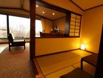 [45平米和洋室] 和室とリビングスペースがあり、お子様連れのお客様に人気です。