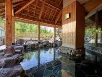 「鹿山の湯」露天風呂 弱アルカリ性の単純泉で疲労回復や健康増進・冷え性などに効果的