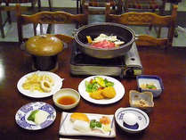 *【夕食一例】メインは地元の名産「信州牛」!他にも地産地消を心がけたお料理の数々。