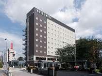 駅についたらホテルでした。六義園側から見たホテルメッツ駒込