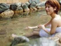 【ホテル棟内の露天風呂】美味しい御飯と温泉が白浜旅行の醍醐味ですね。