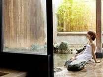 【ホテル棟内の露天風呂】カラダの芯からほっこり。