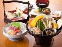 【あわびの鉄板焼き】例。新鮮な魚介類をどうぞ