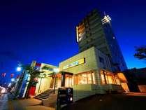 【外観】夜のスーパーホテル水俣