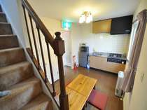 コンドミタイプ「フィオーレ」のキッチン&リビングスペース一例