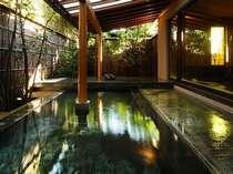 露天風呂『出湯』(昼)東京・青山に展開するデザインクリエイター企業