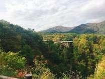 紅葉名所「鳴子峡」は当館から車で約10分(10/16撮影)