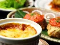 【夕食】お肉や魚を使った和洋折衷の料理が並びます。旬な食材を心をこめて料理します。_グラタン