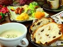 手作り朝食は爽やかな朝を演出します。