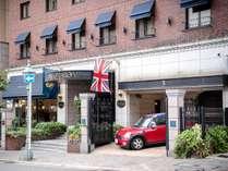 150年以上の歴史を持つトアロードに建つ英国風のホテルです。