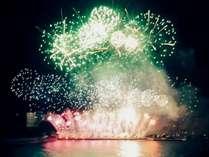色とりどりの豪華な花火が打ちあがります!