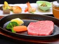 *石川県のブランド牛「能登牛」。細やかな刺しと旨みが特徴。熱々ステーキでどうぞ♪
