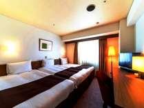 ハリウッドトリプル【広さ22.5平米、ベッド幅110cm×2台、90cm×1台、ベッドが3台くっ付いてます】