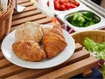人気の朝食は1300円でご用意しております。40品目のメニュー詳細はHPをご覧ください♪