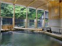 """温浴施設""""湯仙峡""""目の前には滝が望めます♪夜はライトアップ♪♪"""