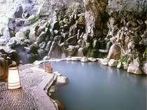 渓流沿い 貸切露天風呂