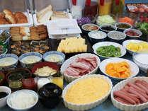セルフ讃岐うどん付朝食バイキング。35種類のお食事と8種類のお飲み物をご用意