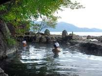 ■天然露天風呂:全国でも約20か所しかないといわれる、足元湧出湯の天然露天風呂