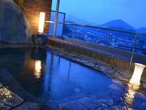 【男性露天風呂】最上階からの眺めも楽しんで