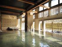 ◆B2 瑞雲・露天風呂/渓流を眺めながらの露天風呂。真下にある源泉から質のいい温泉が湧き出ます